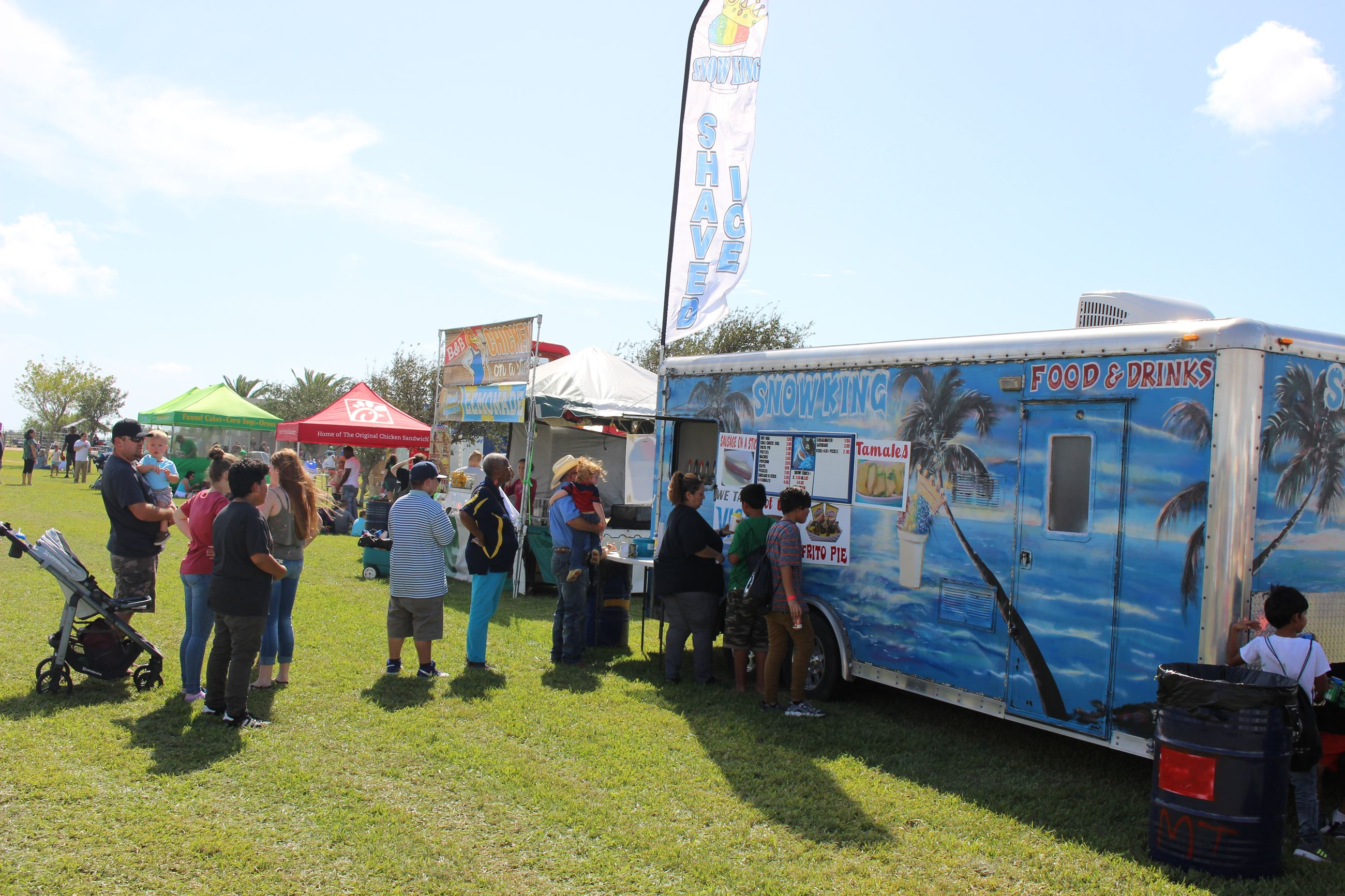 food trucks at Bayou Fest